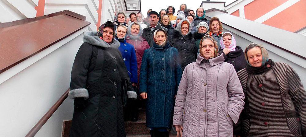 Жители Абрамова совершили паломничество в в село Хирино Шатковского района
